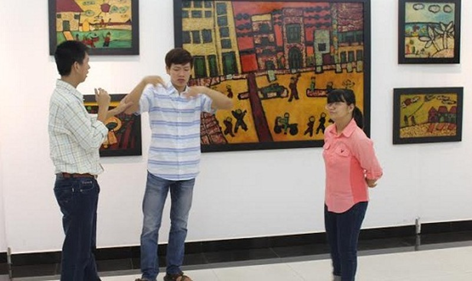 Độc đáo tranh của 4 họa sỹ khiếm khuyết
