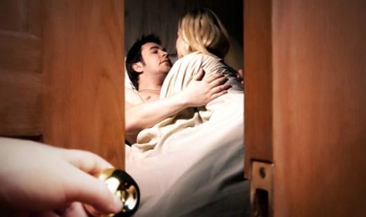 """Vụ """"Cưỡng đoạt tài sản"""" tại Mê Linh (Hà Nội): Ngoại tình hay 'bẫy tình' trong phòng ngủ?"""