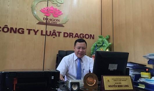 Luật sư Nguyễn Minh Long trao đổi với phóng viên
