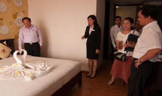Đoàn kiểm tra chất lượng dịch vụ cơ sở lưu trú du lịch tại Thừa Thiên Huế (nguồn ảnh: Báo Du lịch).