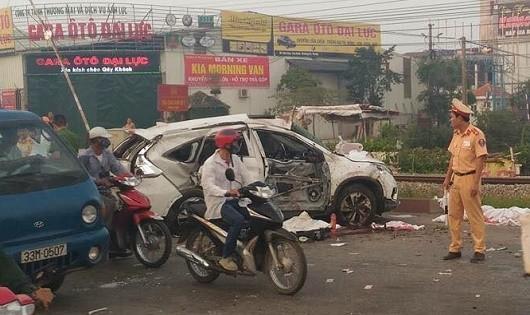 Tai nạn đường sắt kinh hoàng tại Hà Nội, 5 người chết