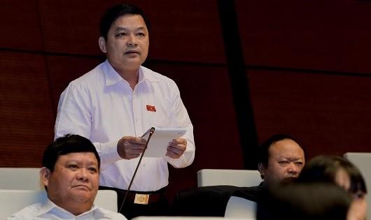 Đại biểu Dương Văn Thống ( Yên Bái) phát biểu tại nghị trường.