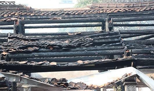 Toàn cảnh vụ cháy chùa Tĩnh Lâu, phố Trích Sài
