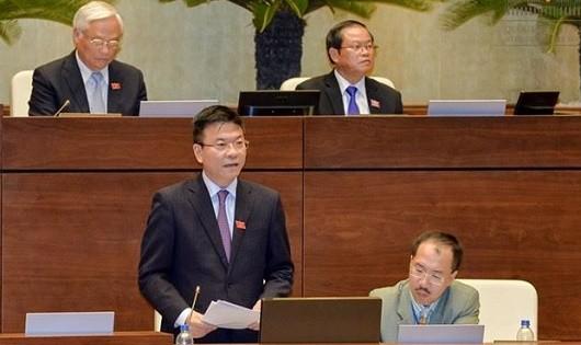 Bộ trưởng Lê Thành Long giải trình ý kiến ĐBQH về Luật Trợ giúp pháp lý sửa đổi ngày 10/11.