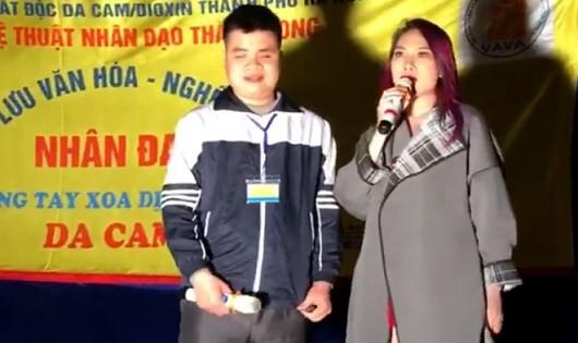 Ca sĩ Mỹ Tâm và bạn trẻ khiếm thị song ca trong đêm Hà Nội