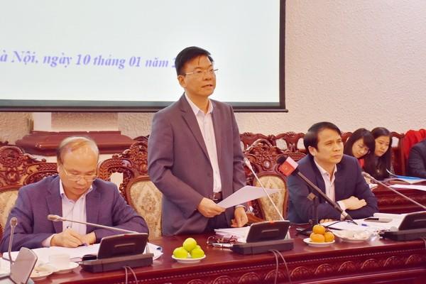 Bộ trưởng Tư pháp Lê Thành Long phát biểu tại phiên họp.