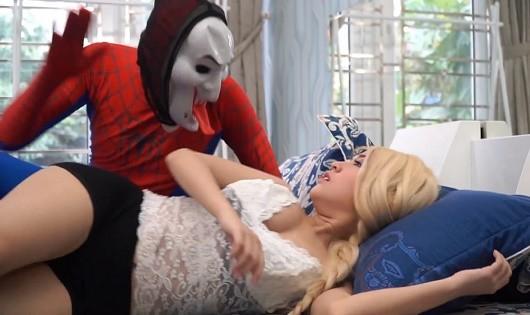 Một cảnh trong clip kênh Elsa Spiderman.