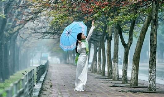 Tôi đưa em đi qua màn mưa phùn năm đó