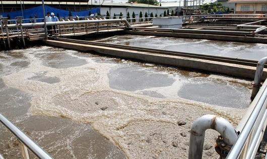 Một trong những giải pháp giúp giảm thiểu ô nhiễm là đẩy mạnh đầu tư xây dựng các nhà máy xử lý nước thải.