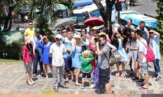 Khách Trung Quốc đến thành phố Đà Nẵng ngày càng đông.