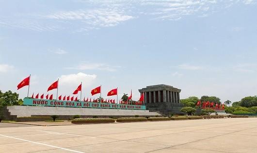 Lăng Bác là sự lựa chọn của nhiều người trong dịp nghỉ lễ kỉ niệm ngày giải phóng đất nước