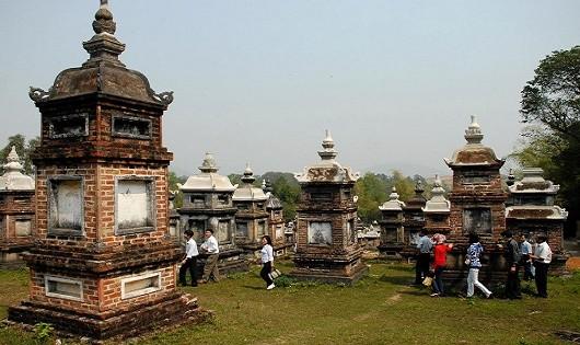 Vườn mộ tháp cổ chùa Bổ Đà