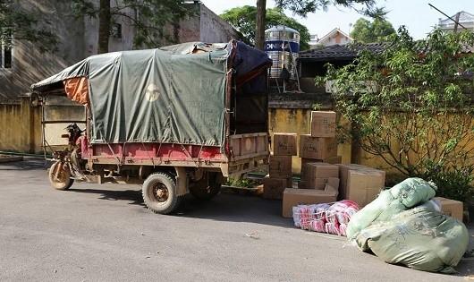 Bắt giữ hai dì cháu thuê người vận chuyển 160kg pháo nổ