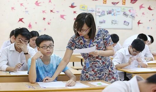 Thi lớp 10 tại Hà Nội: Thí sinh vui vẻ hoàn thành môn Văn, phụ huynh bớt căng thẳng