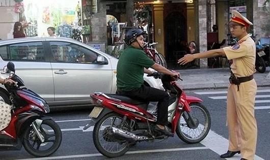 Có nên nhân rộng cách phạt 'đáng yêu' của CSGT Đà Nẵng?