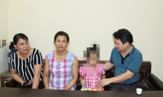 Xác định được đối tượng treo lơ lửng bé gái 5 tuổi giữa nhà