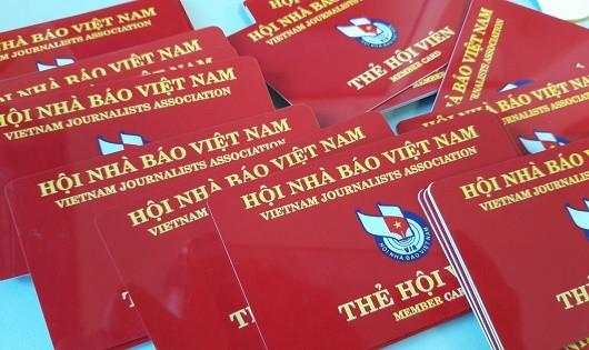 Chi hội Nhà báo Báo Pháp luật Việt Nam kết nạp thêm 60 hội viên mới
