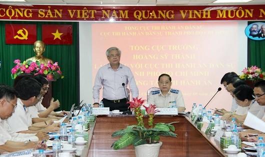 Tổng cục trưởng Tổng cục Thi hành án dân sự Hoàng Sỹ Thành phát biểu tại buổi làm việc.