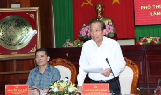 Phó Thủ tướng Thường trực Chính phủ Trương Hòa Bình làm việc với lãnh đạo chủ chốt tỉnh Sóc Trăng về tình hình kinh tế-xã hội, công tác dân tộc trên địa bàn. Ảnh: VGP