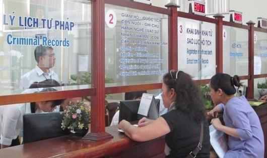 Miễn lệ phí quốc tịch dân di cư tự do vùng biên giới Việt – Lào
