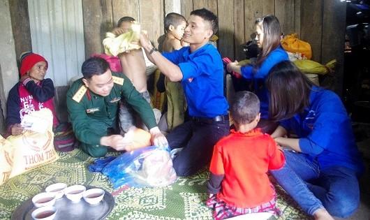 Những người giúp bà con Vân Kiều hóa giải nỗi sợ ma rừng