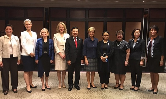 Phó Thủ tướng Phạm Bình Minh và các đại biểu dự tọa đàm. Ảnh: BNG