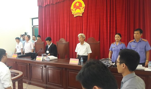 Sơ thẩm vụ án Đồng Tâm: Chủ tịch – Bí thư xã trả lời quanh co