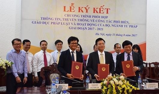 Lễ ký kết Chương trình phối hợp thông tin truyền thông trong công tác PBGDPL.