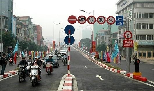 Cần tổ chức lại giao thông ở cầu vượt Láng Hạ - Lê Văn Lương, Hà Nội để tránh ùn tắc.