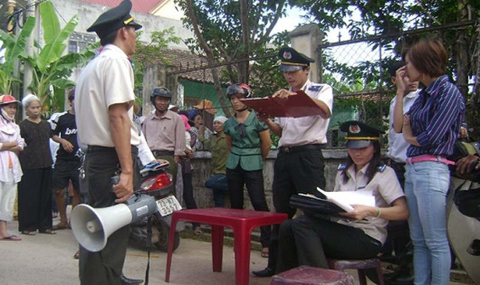 Chi cục THADS Đồng Hới, Quảng Bình thực hiện cưỡng chế THADS. Ảnh minh họa.