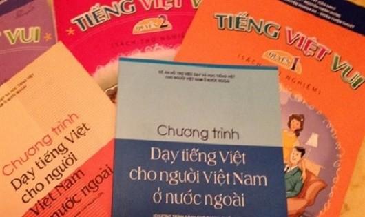 Gian nan 'gieo chữ' cho người Việt Nam ở nước ngoài