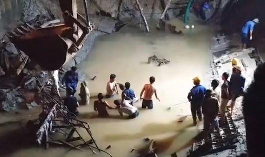 Lực lượng tìm kiếm thi thể của các nạn nhân (Ảnh người dân cung cấp)