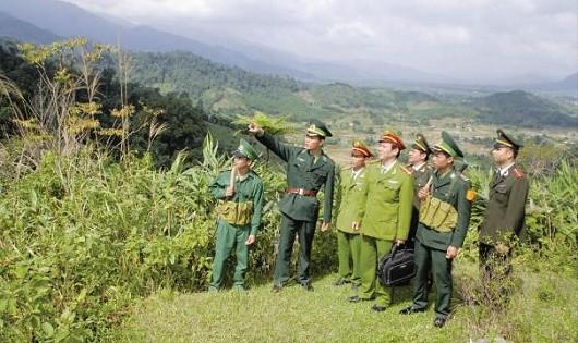 Lực lượng Công an, Biên phòng tuần tra đảm bảo ANTT tuyến biên giới Việt Nam- Lào đi qua địa bàn huyện A Lưới.
