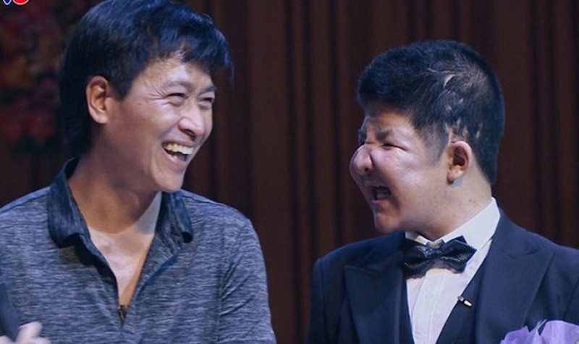 Bố con nghệ sĩ Quốc Tuấn luôn lạc quan vào cuộc sống.