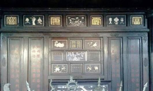 Hệ thống văn thơ chữ Hán khắc trên kiến trúc cung đình Huế.