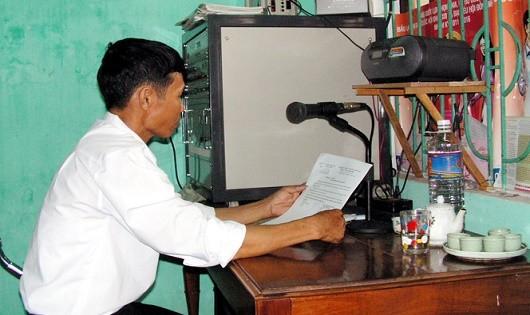 Tuyên truyền, phổ biến, giáo dục pháp luật qua hệ thống truyền thanh cơ sở mang lại nhiều hiệu quả tích cực. (Ảnh minh họa)