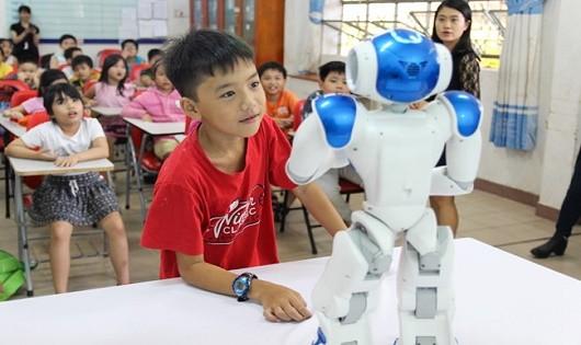 Hào hứng  học tiếng Anh với robot NAO