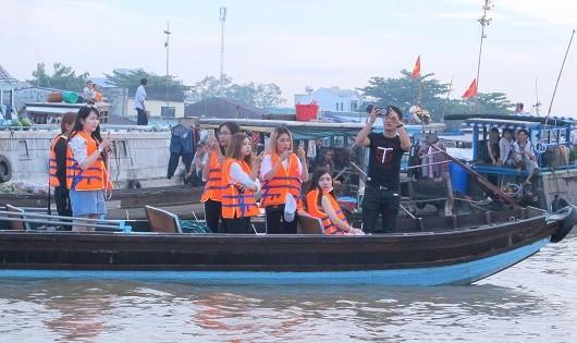 Cần chú trọng đầu tư những phương tiện đường thủy an toàn, hợp vệ sinh đáp ứng nhu cầu của du khách đặc biệt là khách quốc tế