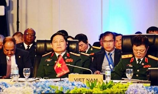Bộ trưởng Ngô Xuân Lịch tại Hội nghị ADMM+ lần thứ 4.
