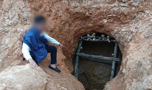 """Các hầm vàng bị """"vàng tặc"""" đào sâu và che chống rất cẩn thận."""