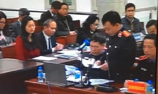 Đại diện VKS tranh luận tại phiên tòa ngày 15/1.