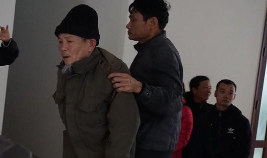 Bị cáo Vĩnh (đọi mũ len) bị tăng thêm 2 năm tù.