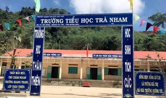 """Nỗi niềm của các cô giáo """"cõng chữ""""  lên non ở miền Tây xứ Quảng"""