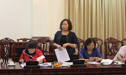 Giám đốc Sở Tư pháp Tuyên Quang Nguyễn Thị Thược đề nghị quan tâm cơ chế động viên hòa giải viên.