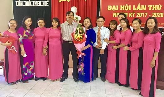 Lãnh đạo Sở Tư pháp tham dự và chụp ảnh kỷ niệm tại Đại hội Đảng Chi bộ Trung tâm.