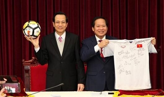Bộ trưởng TT&TT Trương Minh Tuấn và Bộ trưởng LĐTB&XH Đào Ngọc Dung. Ảnh: VGP
