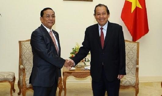 Phó Thủ tướng Trương Hòa Bình tiếp ông Ye Aung, Bộ trưởng Bộ Các vấn đề biên giới Myanmar - Ảnh: VGP/Lê Sơn