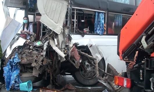 Hiện trường vụ tai nạn nghiêm trọng khiến 1 cảnh sát PCCC tử vong
