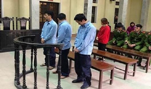 Các bị cáo tại tòa (Ảnh VOV)
