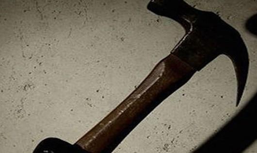 Bị mắng, nghịch tử dùng búa đánh cha tử vong